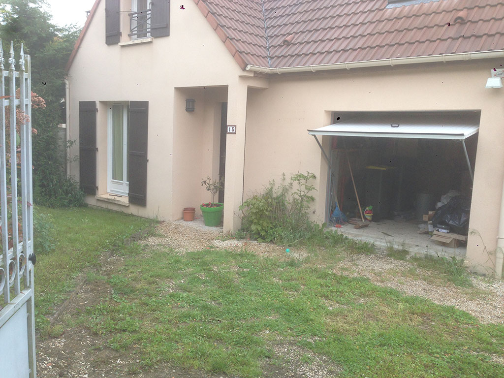 Garages presles en brie ramon construction for Garage ford roissy en brie