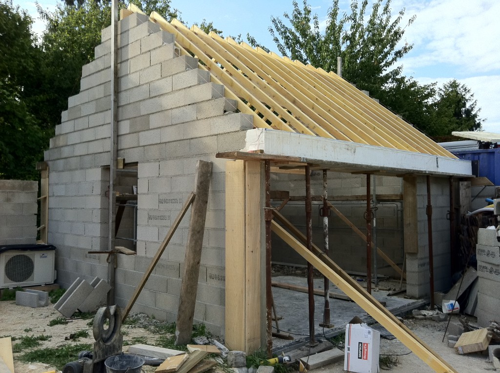 Construction du garage avec corniche en b ton blanc - Construction garage prefabrique beton ...
